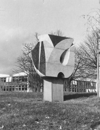 Stela, polychrome granite, 1966, Lycée La Colinière, Nantes
