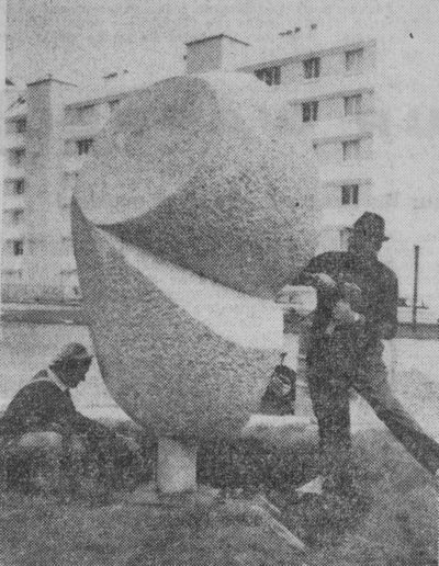 Collège Henri Wallon, 1968, Lanester – Kerguiduf, granite cutter