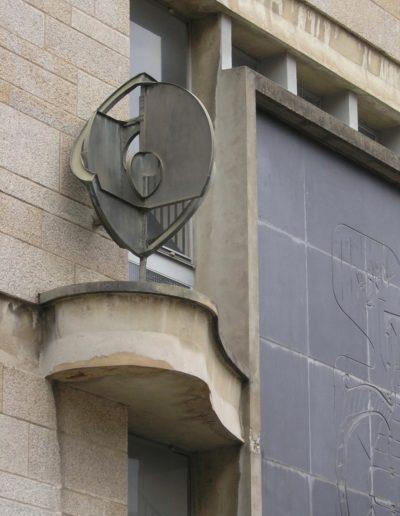 Structure géométrique – Cuivre et laiton – Faculté de Droit de Rennes – Rue Jean Macé – 1960