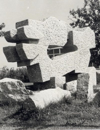 Lycee Mendes France (Ex Lycée des métirs du Bâtiment - Sculpture granit - 1979
