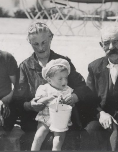 Francis Pellerin, ses parents et son neveu Joël - 1940